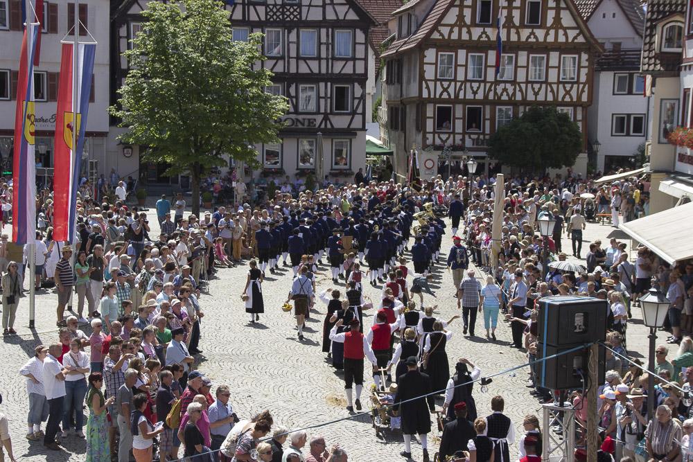 Festumzug 2015 durch Bad Urach | Quelle: http://www.badurach-schaeferlauf.de/bilder/schaeferlauf-2015-sonntag-26-07