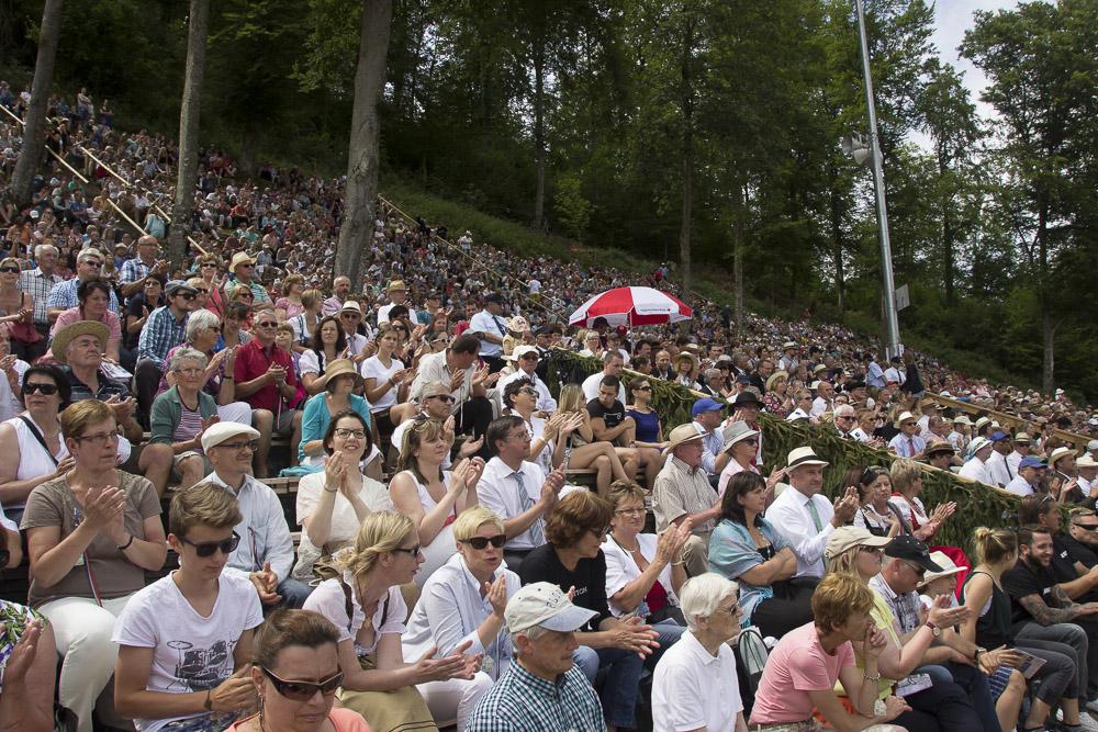 Immer sehr gut besucht - die Schäferlauf-Feiern in Baden-Württemberg, hier Bad Urach 2015 | Quelle: http://www.badurach-schaeferlauf.de/bilder/schaeferlauf-2015-sonntag-26-07